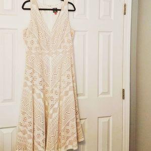 Vince Camuto Dresses - Vince Camuto Lace Midi V Neck A Line Dress 16